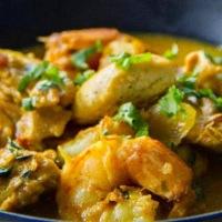 Εντυπωσιάστε την οικογένεια και τους καλεσμένους σας με την πιο εξωτική γεύση: Φτιάξτε γαρίδες με κάρυ και πιλάφι