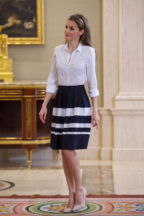 Pencil φούστα και πουκάμισο  Το απόλυτο ντύσιμο για το γραφείο. ψηλόμεσης  φούστας με πουκάμισο είναι απίστευτα στιλάτος. 24fcf734e90